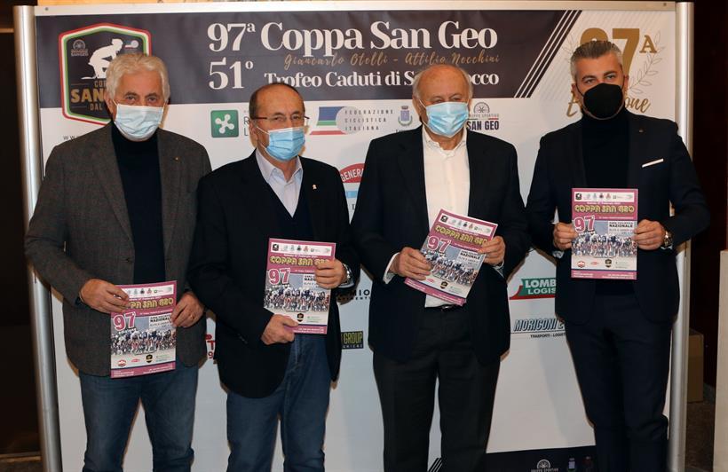 4Q0A000419 02 2021 Ponte San Marco Bs Presentazione 01 Coppa San Geo Gianni Pozzani Con Sponsor Photobicicailotto