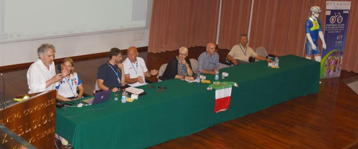 Tavolo Relatori Credito Roberto Fruzzetti Ciclismoblog