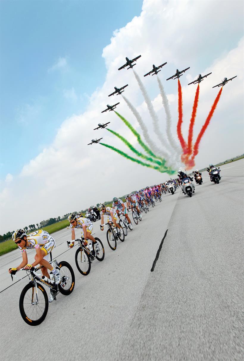 Calendario Corse Ciclistiche 2020.Con Le Frecce Tricolori Si Vola Gia Verso Il Giro D Italia 2020